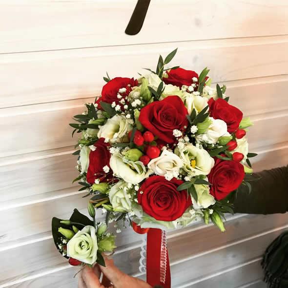 Классический красный свадебный букет